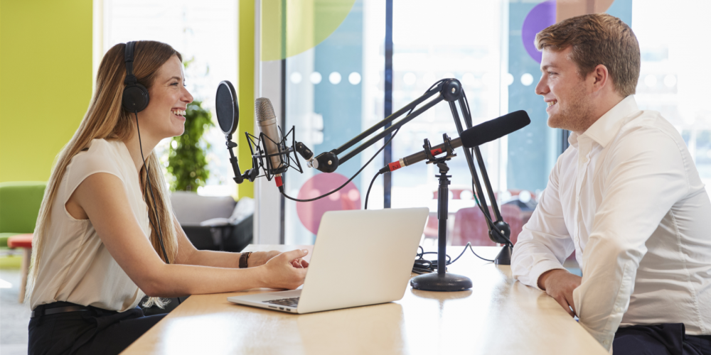 The Podcasting Starter Guide: 7 Tips to Make a Successful Podcast via @jonleeclark